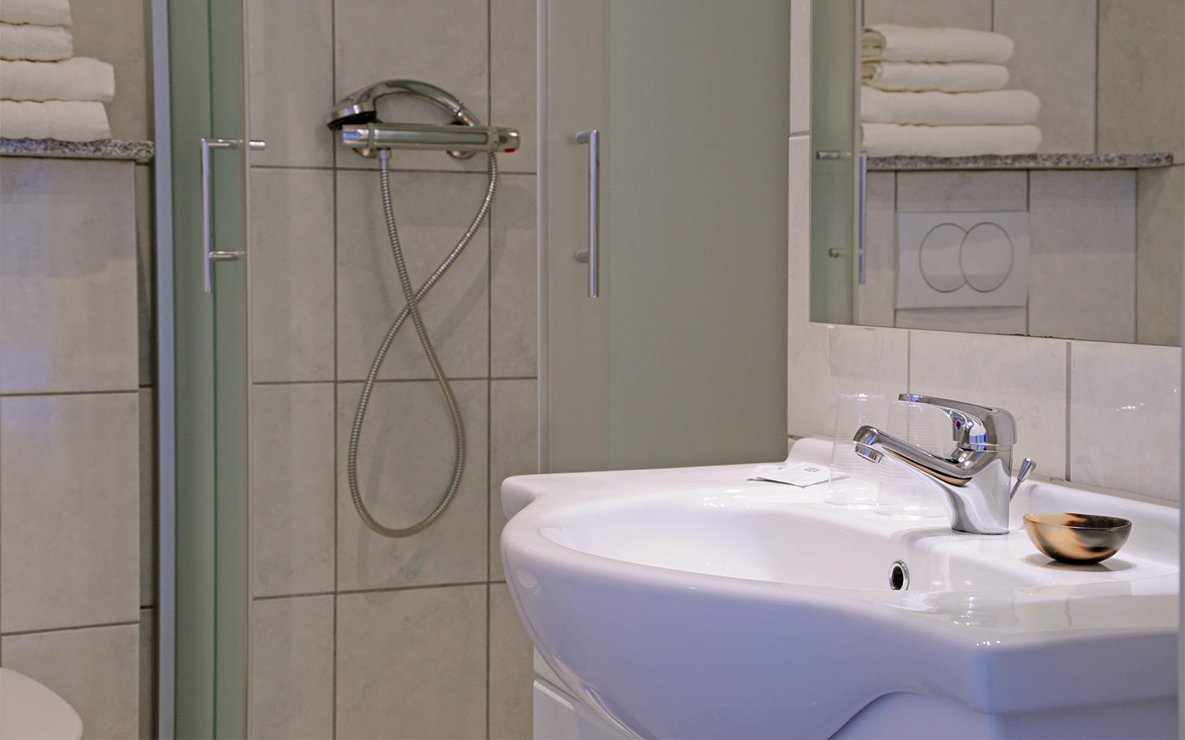 Wandelen-belgisch-limburg-Beau Sejour badkamer