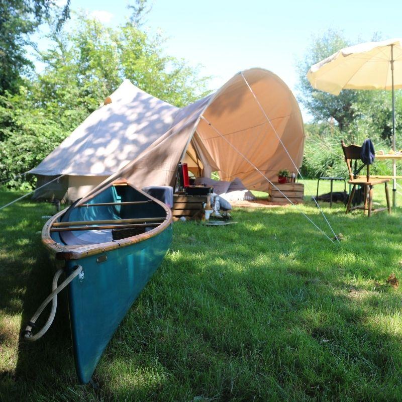 800 _ 800 tipi tent met kano
